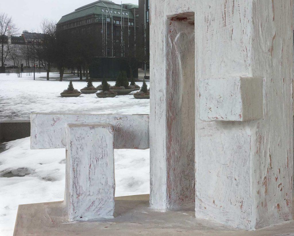Teoksen osat symbolisoivat Koiviston presidenttiyden ajan Suomen ulkopolitiikkaa ja diplomaattista asemaa idän ja lännen välillä.