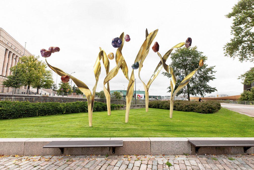 Kasvun kaudet teos kuvaa symbolisesti Presidentti Mauno Koiviston elämää, uraa ja kasvua.