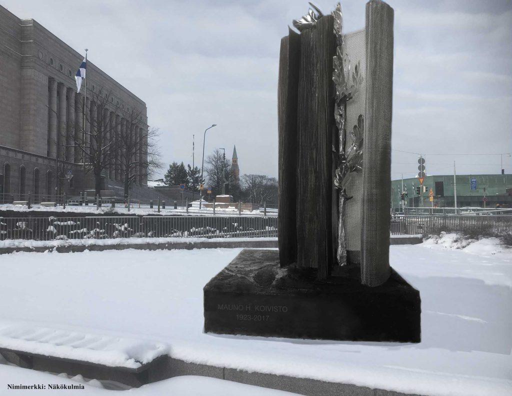 """Symboliken i skulpturen """"Nära och avlägset"""" refererar till brytningsperioden i Finlands utrikespolitik och i samhället under Mauno Koivistos tid. Bärande bronsväggar vittnar om stabilitet, men också om ändringar av riktningen – med konstruktioner som är slutna och som å andra sidan långsamt öppnas och riktas utåt.Syftet med en stabil och livskraftig gren av ek, som är en del av skulpturen, är att symboliskt lyfta fram Mauno Koivistos personhistoria. De tolv bladen på grenen symboliserar Koivistos två mandatperioder som president. Om man låter blicken cirkulera ger skulpturens form intrycket av en bok vars uppslag och sidor som öppnas består av lodräta, massiva grundstrukturer som skapar ett öppet utrymme med en nätliknande vägg."""